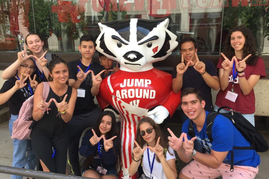 EdUSA 2019 students with Bucky
